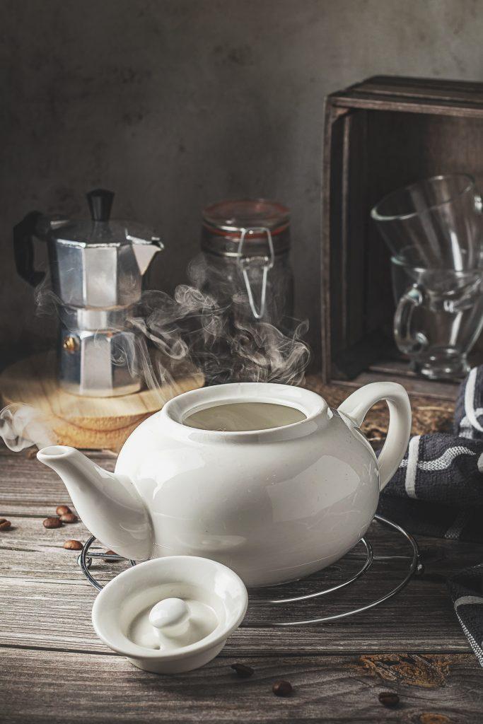 Usar agua caliente mejora el sabor de la taza de café, aunque le agrega cierto nivel de dificultad a la preparación.